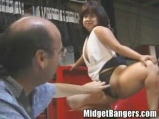 Midget Getting Porked in the Back of a Pickup Camper Thumb