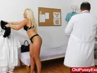 Super-fucking-hot platinum-blonde gets a mama obgyn Thumb