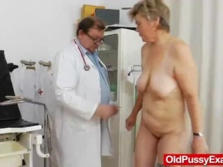 Cougar obgyn done right with a spekula Thumb