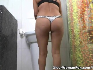 Latina cougar Veronica takes a getting off break Thumb