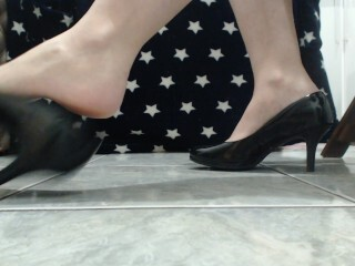 Draping dark-hued high-heeled shoes Thumb