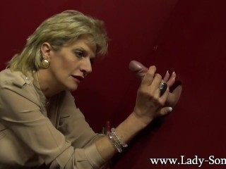 Big-titted cougar Dame Sonia tugging a massive pipe on the gloryhole Thumb