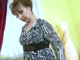 OldNannY Super-steamy Nasty Granny Tempting Striptease Thumb