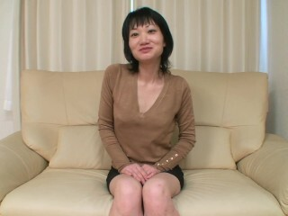 Mature Chinese milf plowed and internal cumshot in her new clean-shaved cunny Thumb