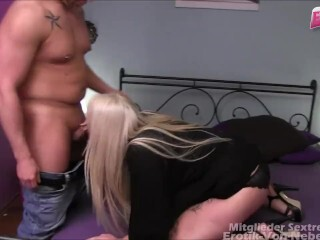 Molle Blondine Dreier - plump youthfull ash-blonde gets very first intimate threeway fuck-fest Thumb